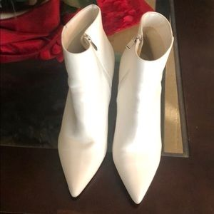 SIZE 12 Beautiful WHITE FOREVER 21 BOOTS